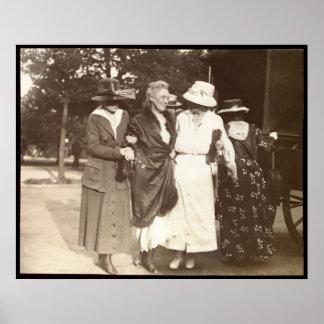 Suffragette de Dora Lewis Póster