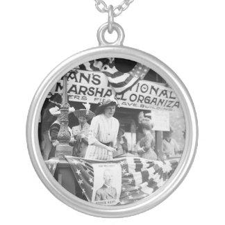 Suffragette de Harriman de la margarita de Collar Plateado