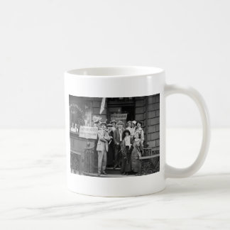 Suffragettes y su Men 1913 Taza De Café