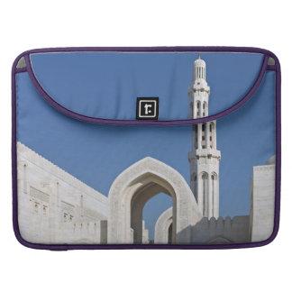 Sultanato magnífico Omán de Muscat de la mezquita  Fundas Para Macbooks