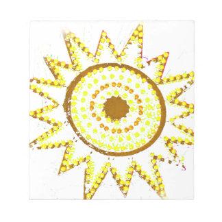 Sun amarillo en recorte del Grunge de las luces Bloc De Notas