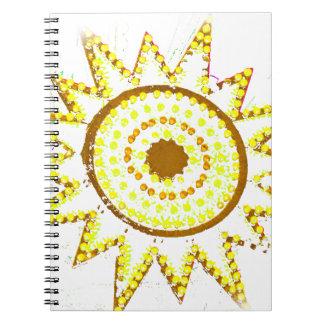 Sun amarillo en recorte del Grunge de las luces Cuaderno