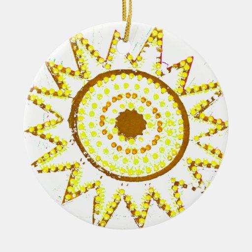 Sun amarillo en recorte del Grunge de las luces Adorno Redondo De Cerámica