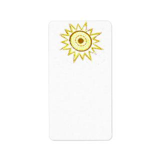 Sun amarillo en recorte del Grunge de las luces Etiquetas De Dirección