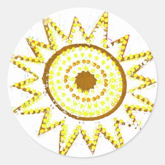 Sun amarillo en recorte del Grunge de las luces Pegatina Redonda