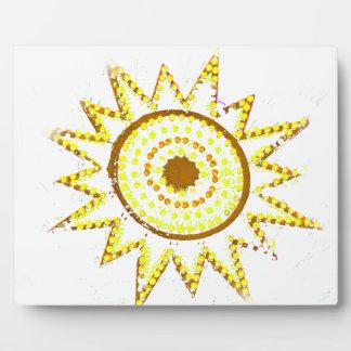 Sun amarillo en recorte del Grunge de las luces Placas Con Foto