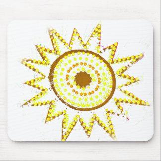 Sun amarillo en recorte del Grunge de las luces Mouse Pads