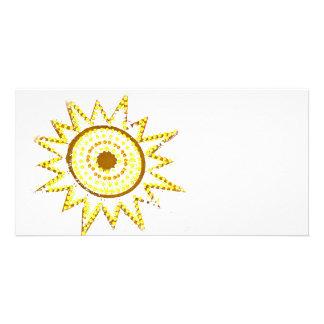 Sun amarillo en recorte del Grunge de las luces Tarjeta Fotográfica