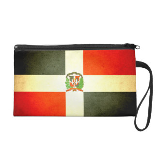 Sun besó la bandera de la República Dominicana