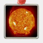 Sun con las llamaradas solares adornos de navidad
