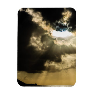 Sun creciente durante eclipse solar iman
