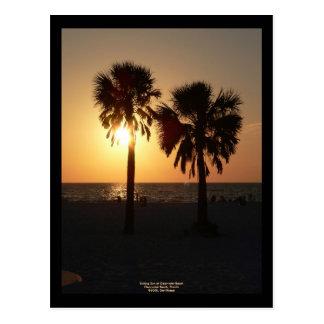Sun de hundimiento en la playa de Clearwater, la Postales