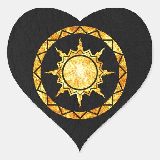 Sun de la Atlántida en el cuero negro Calcomanía Corazón