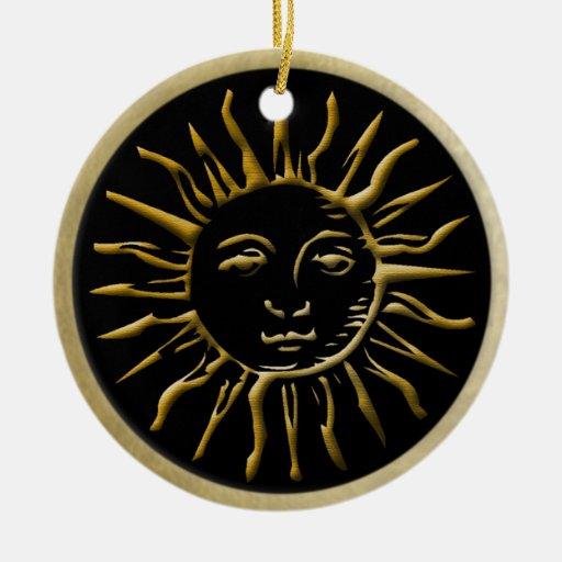 Sun de oro con el marco del oro en negro adorno de reyes