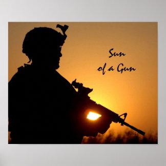 Sun de un retruécano militar divertido del arma póster