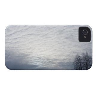 Sun detrás de las nubes Case-Mate iPhone 4 protector