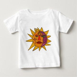 Sun e ilustraciones a mano de la luna playera