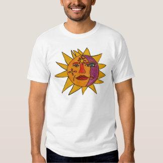 Sun e ilustraciones a mano de la luna remeras