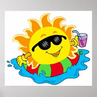 Sun feliz en la piscina póster