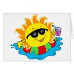 Sun feliz en la piscina tarjeta de felicitación