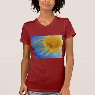 Sun feliz hace frente al solenoide amarillo y remera