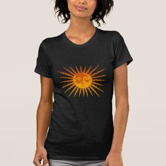 Sun hace frente al icono camisetas
