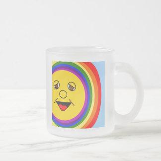 Sun hace frente y taza helada arco iris