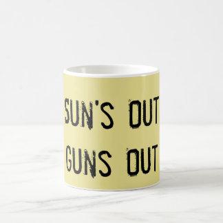Sun hacia fuera dispara contra hacia fuera la taza