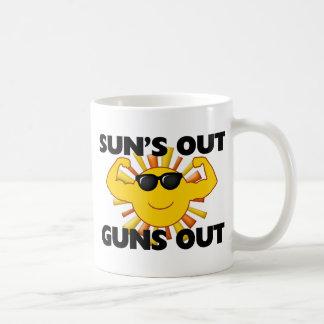 Sun hacia fuera dispara contra hacia fuera taza básica blanca