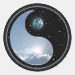 Sun-Luna Yin-Yang Etiquetas Redondas