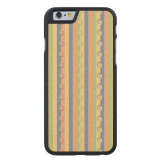Sun mojó las rayas de Curlicues Funda De iPhone 6 Carved® De Arce