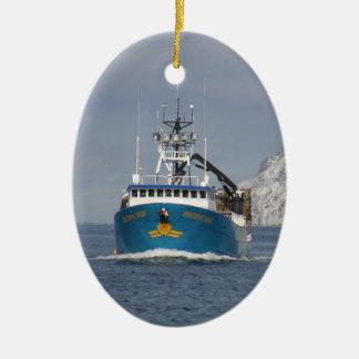 Sun pacífico barco del cangrejo en puerto holandé ornamento de navidad