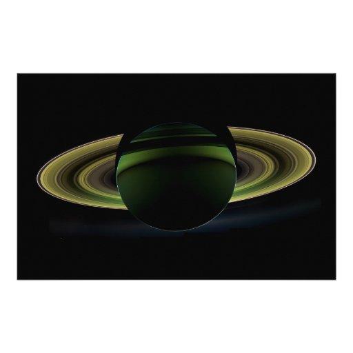 Sun que brilla detrás del planeta Saturn que echa  Papeleria De Diseño