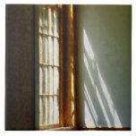 Sun que fluye a través de ventana azulejo cerámica