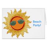 Sun radiante con las gafas de sol felicitación
