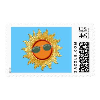 Sun radiante con las gafas de sol