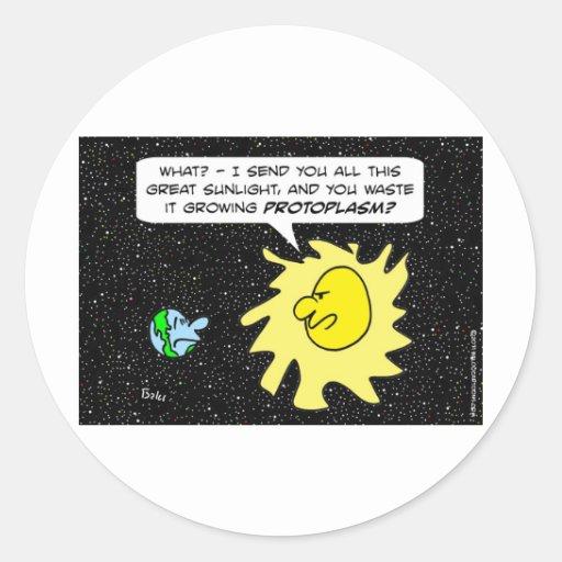 Sun regaña la tierra para el protoplasma creciente pegatina redonda