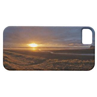 Sun setting over Tasman Sea and Piha Beach, West iPhone SE/5/5s Case