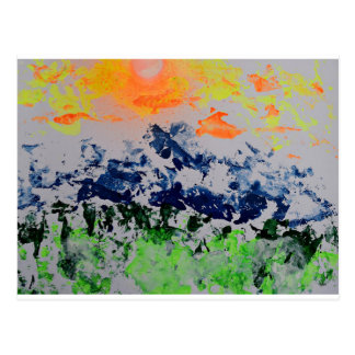Sun sobre las montañas revestidas de la nieve tarjeta postal