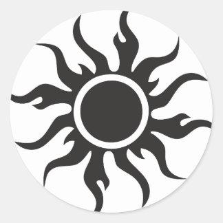 Sun tribal negro pegatina redonda
