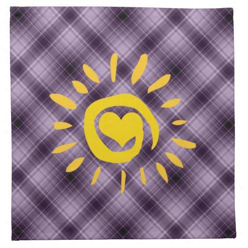 Sun y corazón lindos en la tela escocesa púrpura servilleta imprimida