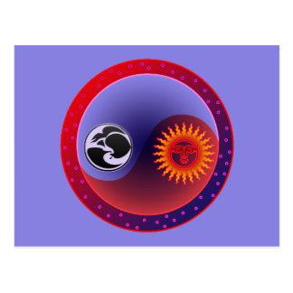 Sun y luna en equilibrio tarjetas postales