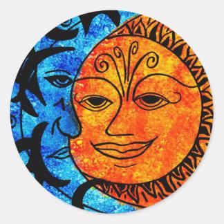 Sun y luna pegatina redonda