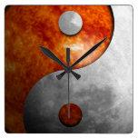 Sun y luna Yin Yang Reloj Cuadrado
