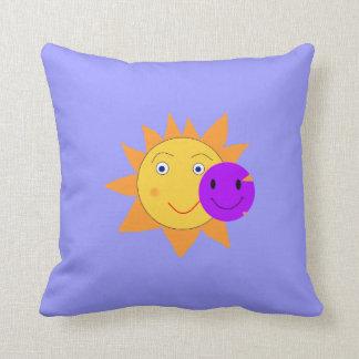 Sun y smiley almohadas