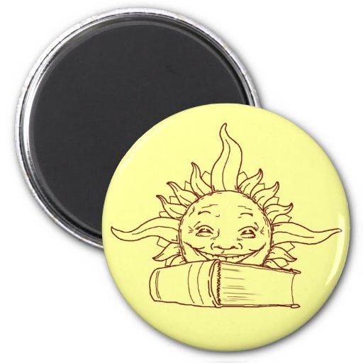 Sun y un libro imán redondo 5 cm