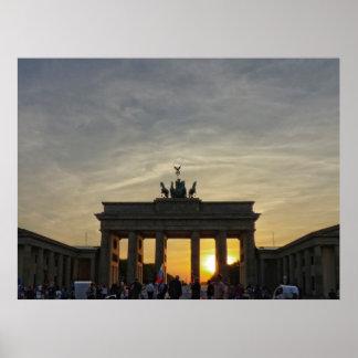 Sunset at Brandeburgo the Gate, Berlín Póster