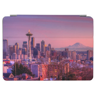 Sunset behind Seattle skyline from Kerry Park iPad Air Cover