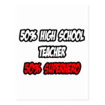 Super héroe a medias alto del profesor de escuela… tarjeta postal