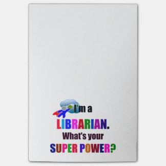 Super héroe del bibliotecario - diseño colorido notas post-it®